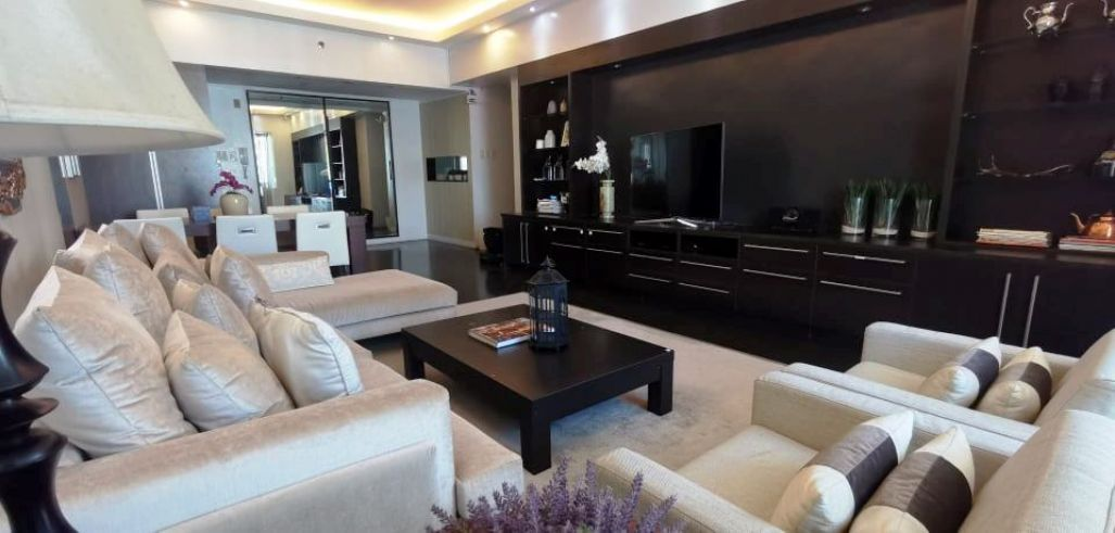 Luxurious Condo Apartment in Legazpi Village
