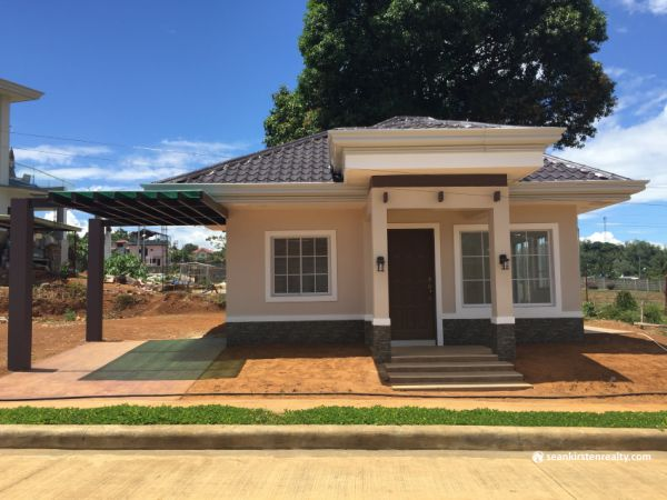 2 Bedroom Bungalow House for Sale in Valencia Estates ...