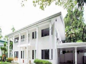 White Colonial Style House for Rent