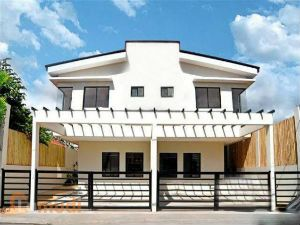 Available Duplex Townhouse in Las Pinas