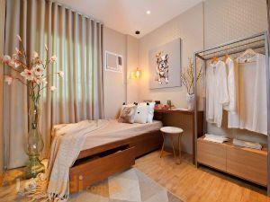 Small but Cozy Bedroom in Warm Tones