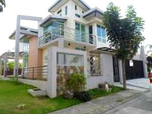 Modern 3-Storey House Fully Furnished