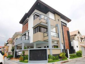 Big Corner House and Lot for Sale with Swimming Pool