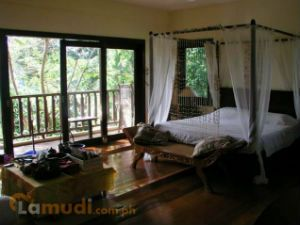 Beautiful Bedroom with a Four Poster Bed and a Balcony